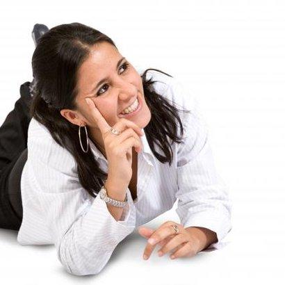 žena přemýšlí smích