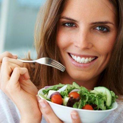 žena jídlo salát