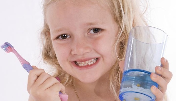 dítě zuby pasta