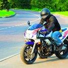 muž motorka