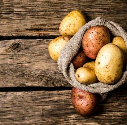Zapečené brambory s krůtím masem v remosce