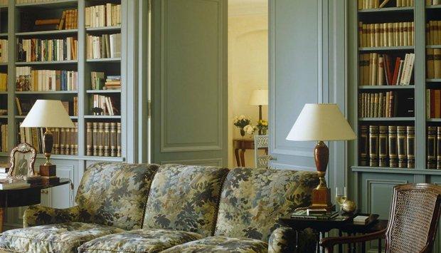 knihovna nábytek