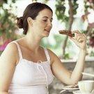 žena jídlo celozrnné chléb