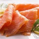 Salát s hruškami, uzeným lososem a salátem radicchio