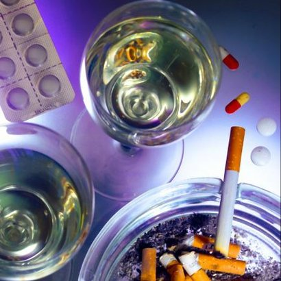 alkohol víno cigarety prášky