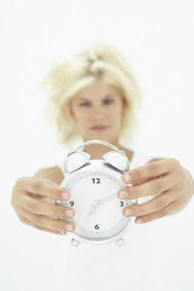 žena hodiny budík čas