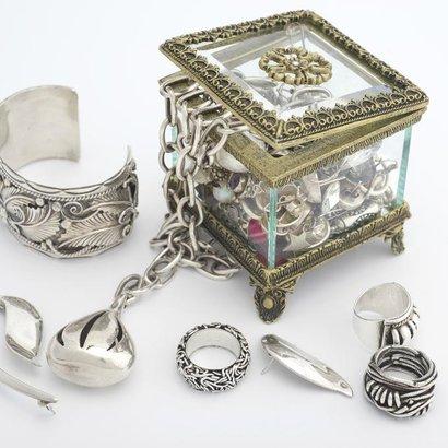 Jak vyčistit stříbro s kamínky