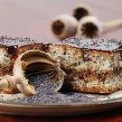 Makový koláč s třešňovým kompotem