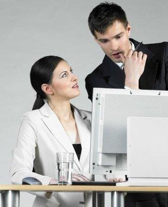 kolegové muž žena práce