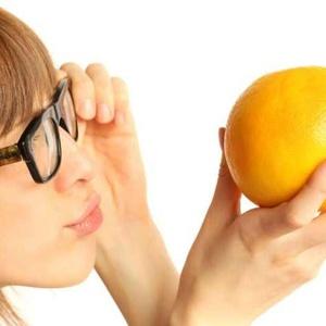 žena pomeranč