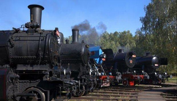 program 12 května vlak lužná