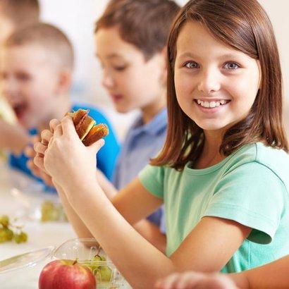Víte, jak by měl vypadat jídelníček vašeho školáka?