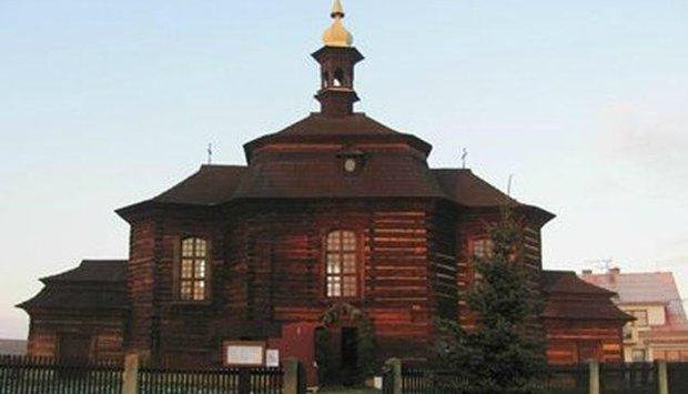 kostel dřevo