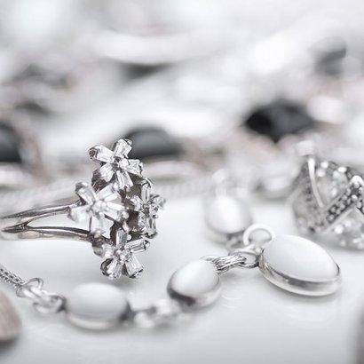 Jak vyčistit stříbrné šperky