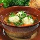 Petrželová polévka s knedlíčky z čerstvého sýra