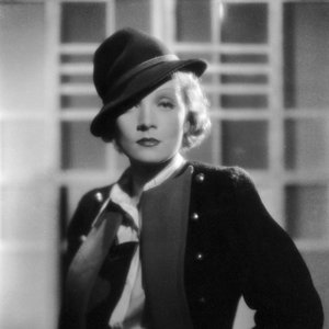Zapůjčeno od mužů. S láskou. Marlene Dietrich