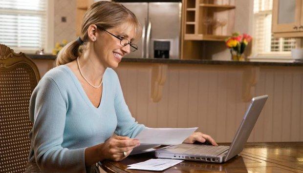 žena počítač