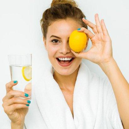 Nezapomínejte na pitný režim i v chladném období aneb 6 důvodů, proč pít vodu s citronem