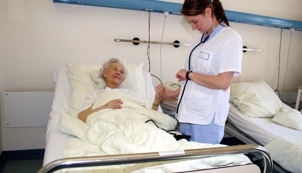 žena nemocnice babka