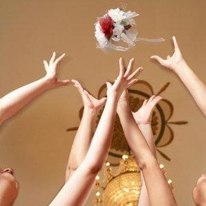 svatební kytice házení