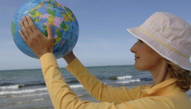 Žena a globus 2