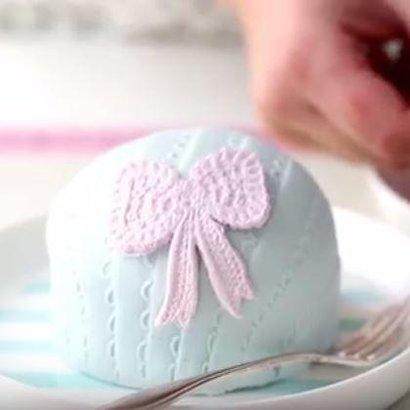 VIDEO RECEPT: Vyzkoušejte tyto nadýchané dortíky podle návodu krok za krokem