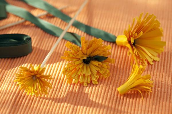 Как сделать из бумаги и конфет хризантему 384